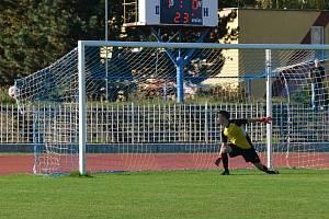 Běží 24. minuta utkání a střela Davida Šraga z týmu Litoměřicka napíná síť bezmocného domácího gólmana Petra Králíka. Skóre je vyrovnáno na 1:1.