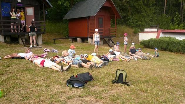 Mezinárodní letní tábor Eurocamp na Kálku v Krušných horách se stal už několikrát terčem kritiky rodičů. Na pohled idylické prostředí (na snímku), už několik dětí psychicky poznamenalo.