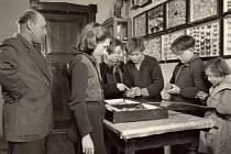 Tentokrát na snímcích uvidíte, jak vypadal život v základní škole v Rusové v roce 1954.