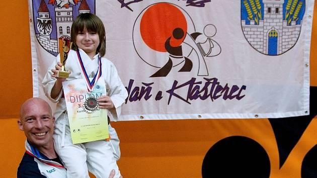 Spokojená Šárka Koritinová se svým trenérem.