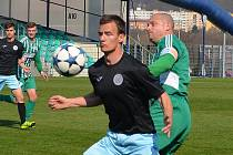 Chomutov (v černém) přemohl soupeře z Neratovic/Byškovic až po penaltách. Za 90 minut diváci gól neviděli.