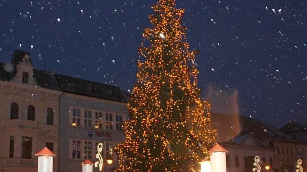 Vánoční strom v Chomutově.