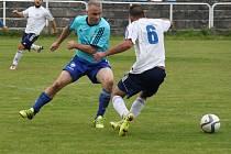 Utkání LoKo Chomutov (v bílém) proti 1. FC Spořice