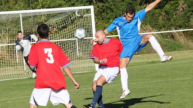 """AFK LoKo """"B"""" - Dobroměřice 1 : 0, domácí v červeném."""