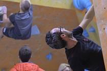Lezecká stěna v Jirkově přilákala v sobotu spoustu adrenalinových sportovců.