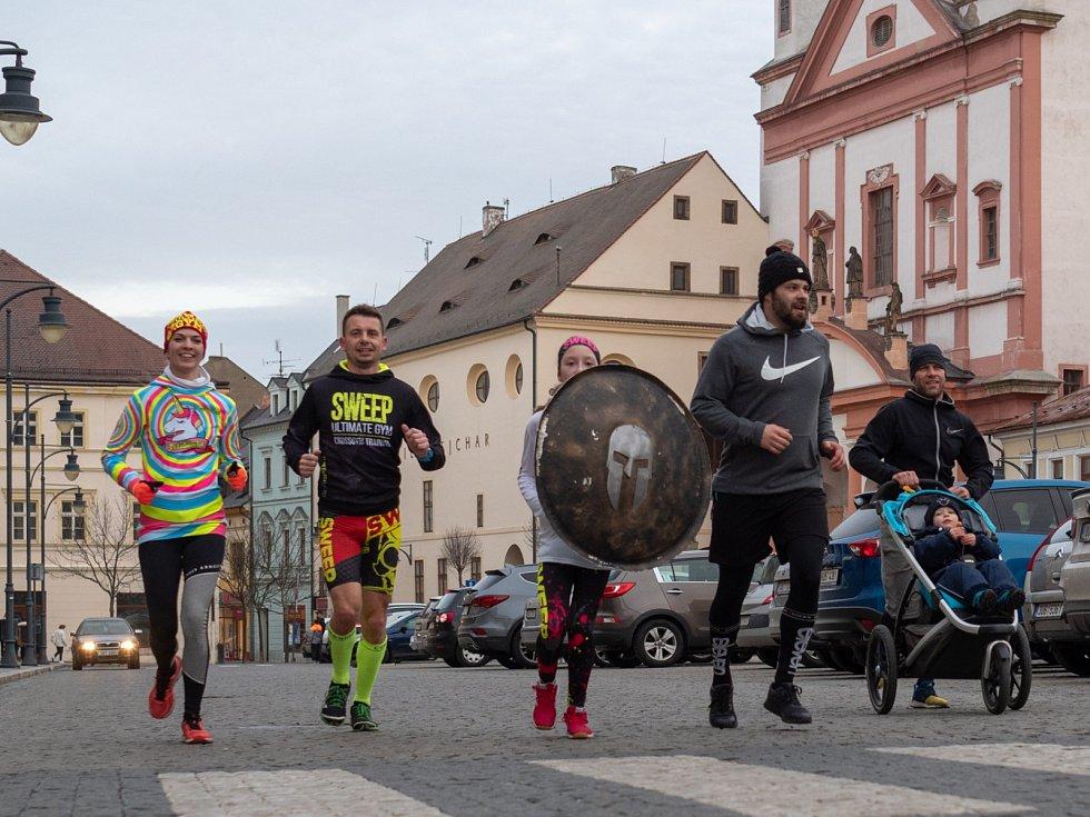 Spartanská odysea na Chomutovsku pokračuje dalším dějstvím, když si štít jako symbol celé akce předalo STG Spořice a STG Chomutov. Z Chomutova se štít přesune do Strupčic.