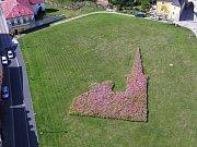Květinovou radniční věž v Kadani vyfotografoval dron