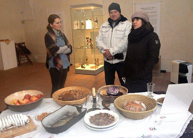 Malá výstavka betlémů a vánočního stolování a lidových tradic v prostorách Františkánského kláštera v Kadani pod názvem Na horách i pod horami.