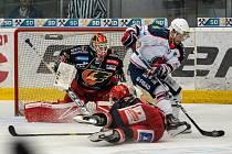 Chomutov (v bílém) v domácím zápase otočil zápas s Prostějovem.