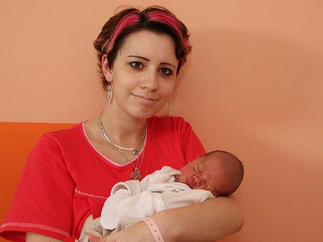 Alex Randáček se narodil Šárce Kohutiakové z Chomutova 19. října v 11.20 v chomutovské porodnici. Měřil 50 cm, vážil 2,95 kg.