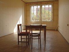 Čekací místnost pro uprchlíky uvnitř KORDu 2 na kraji Chomutova.