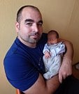 Jakub Kuchta se narodil 28. září 2017 ve 13.25 hodin rodičům Veronice Žemličkové a Tomáši Kuchtovi z Jirkova. Vážil 2,61 kg a měřil 46 cm.