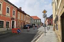 Část kláštereckého náměstí se opravuje