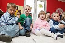 Děti v nově opravené školky v Nezabylicích.