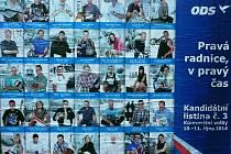 ODS se v Chomutově postarala o volební rébus. Na svém billboardu uvedla číslo 3. Trojka ale patří konkurenci, hnutí PRO Chomutov.