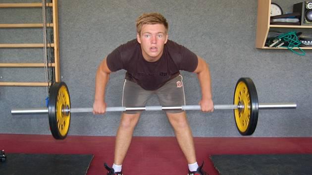 ZDENĚK KLEMENT se snaží ještě po tréninku nabrat váhu v posilovně.