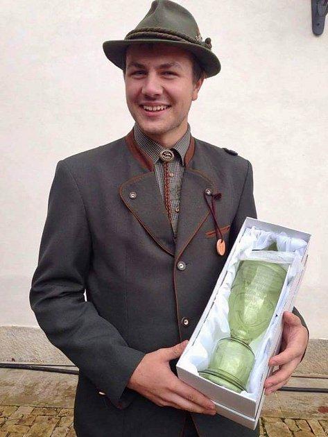 Osmnáctiletý Jiří Bláha zKřimova si vysloužil republikové prvenství ve vábení jelenů.