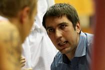 Trenér Levhartů Tomáš Eisner v zápase proti Lvům z Jindřichova Hradce