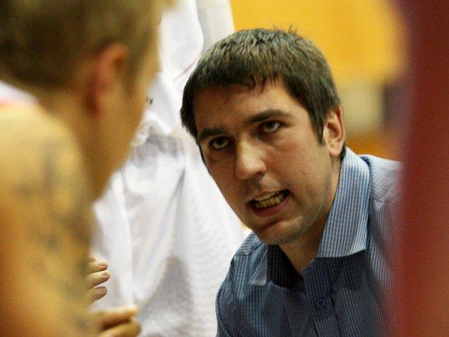 Trenér Levhartů Tomáš Eisner vzápase proti Lvům zJindřichova Hradce