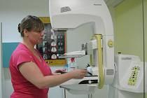 Nový přístroj a činnost mamografického centra představila primářka radiodiagnostického oddělení Dagmar Kollertová.