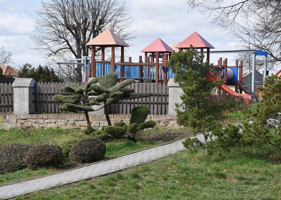 Dětské hřiště na hrušovanské návsi.