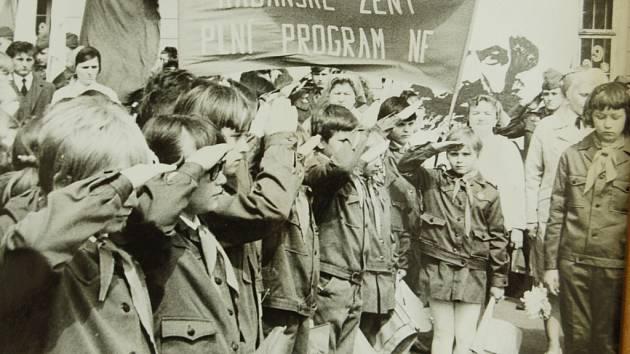 Kadaňští pionýři při oslavách.