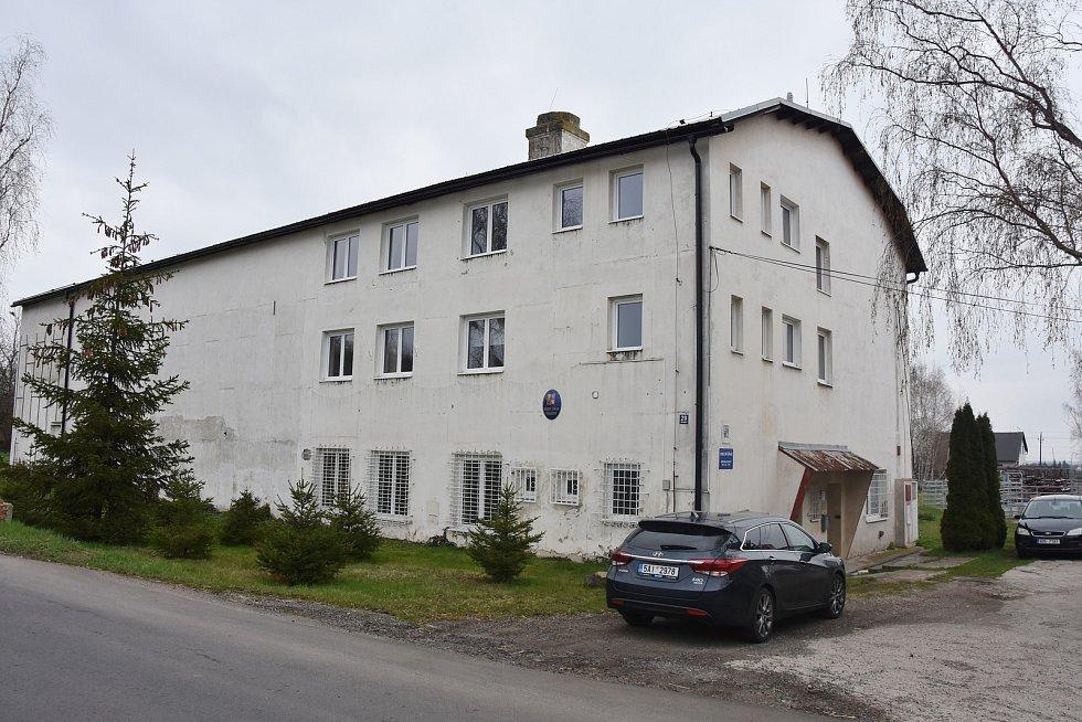Obecní úřad ve Všehrdech mají v budově bývalé cihelny, která je ve vsi od 19. století.