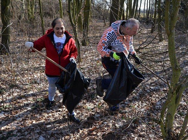 Akce Ukliďme Česko v Chomutově, které se zúčastnil i primátor města Marek Hrabáč.