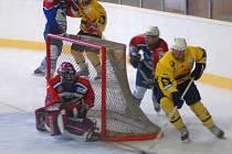 Juniorský tým HC Klášterec nad Ohří (v dresech KLH Chomutov v Litvínově.