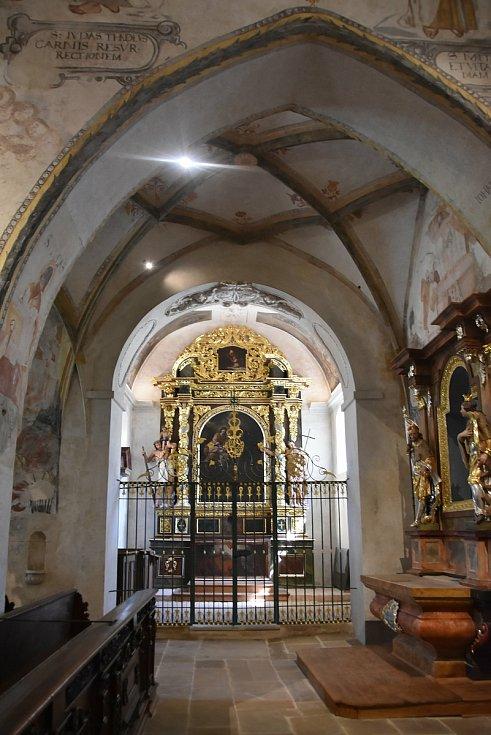 Takto vypadají vnitřní prostory kostela Čtrnácti sv. pomocníků po zásahu restaurátorů.