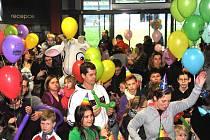 První akce pátého ročníku soutěže Rodinné zápolení přilákala rekordní počet účastníků. Oslavu narozenin kozy Rózy provázela skvělá atmosféra. Herci divadla Hnedle Vedle rozezpívali a roztancovali děti i dospělé.