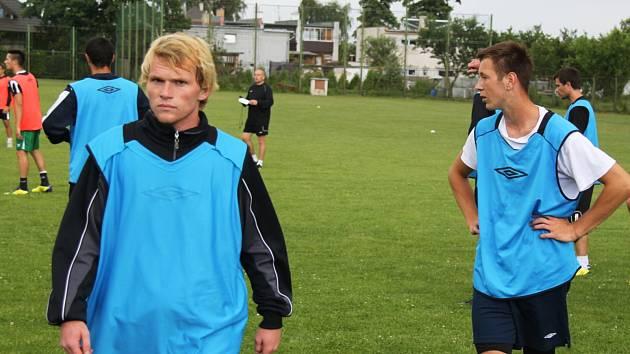 Karel Kodeš (vlevo) na tréninku FC Chomutov..