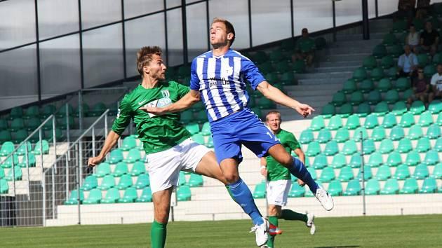 V stopérské dvojici se objevil společně s Marošem Klimplem (vzadu) Jan Hošek z prvoligových Teplic.