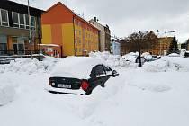 Sněhová kalamita ve Vejprtech trvá