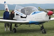 Letadla na zemi nabírala jednu posádku za druhou.