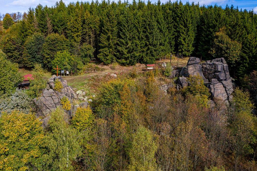 Kamenné sfingy u obce Měděnec  v Krušných horách. Oblast je od léta 2019 součástí hornického regionu UNESCO. (5.10.2019)