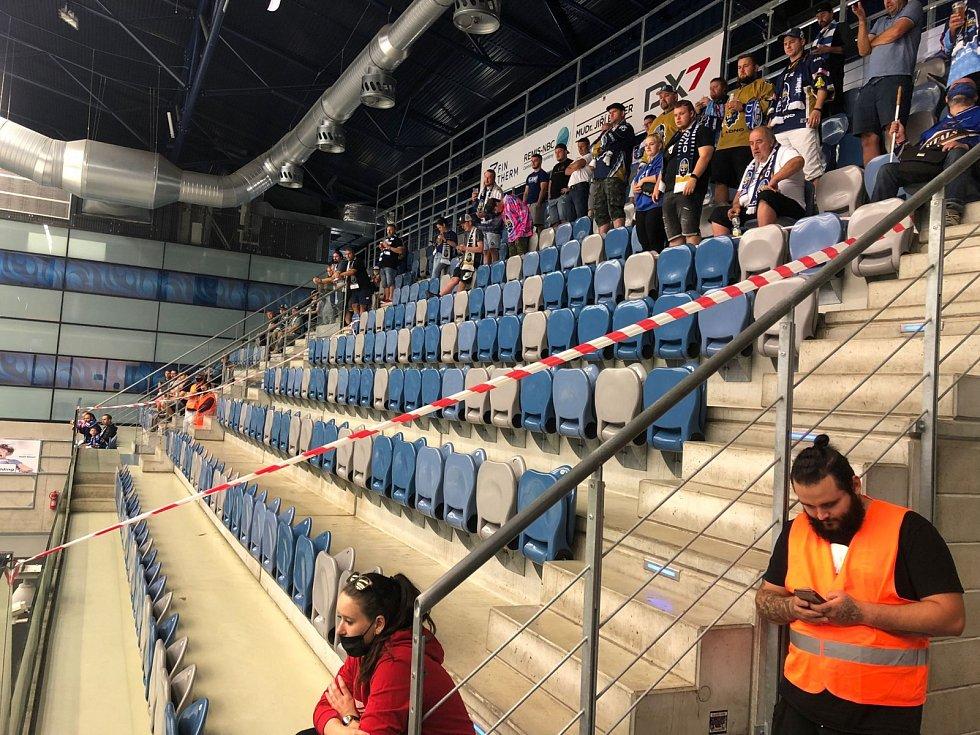 Zavřená část tribuny v Chomutově