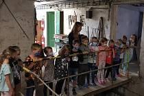 Školáčci z 1. C si mapují nová území.