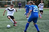 Tým Slovanu Jirkov (v bílém), po třetím kole čtvrté futsalové ligy klesl na poslední místo