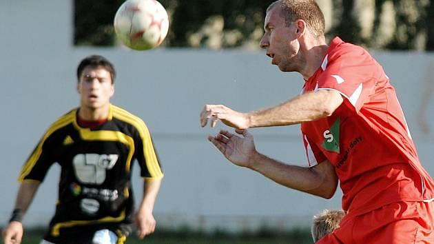 Fotbalisté FC Chomutov v akci. Ilustrační snímek.