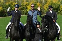 Hubertova jízda v Březně na Chomutovsku,přilákala nadšence milující nádherné koně.