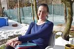 Pavlína Drexlerová na zahradě.