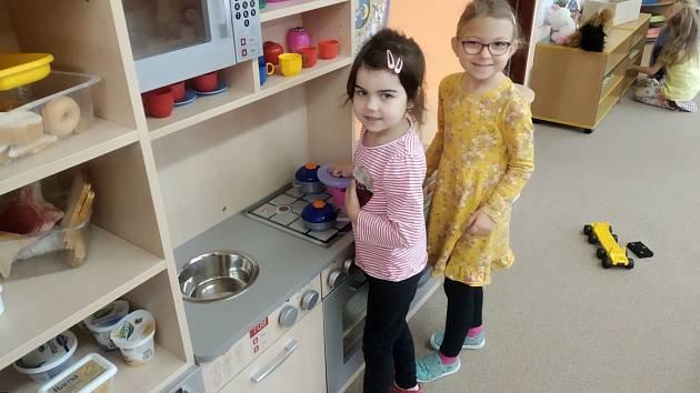 Žáci navštívili mateřinku
