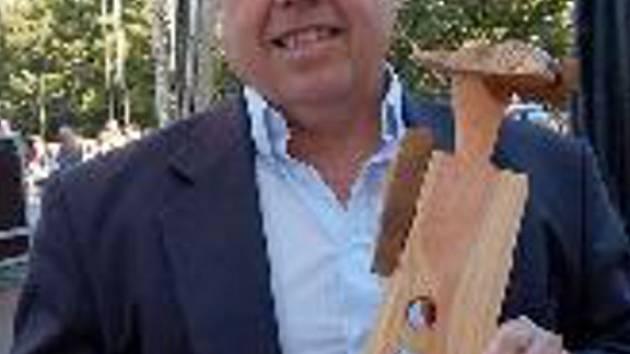 Miroslav Klůc s cenou Jirky.