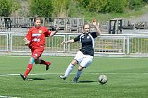 Fotbalistky týmu Souše a Ervěnic/Jirkova (v černém) jsou blízko k celkové výhře v ženské Divizi A.