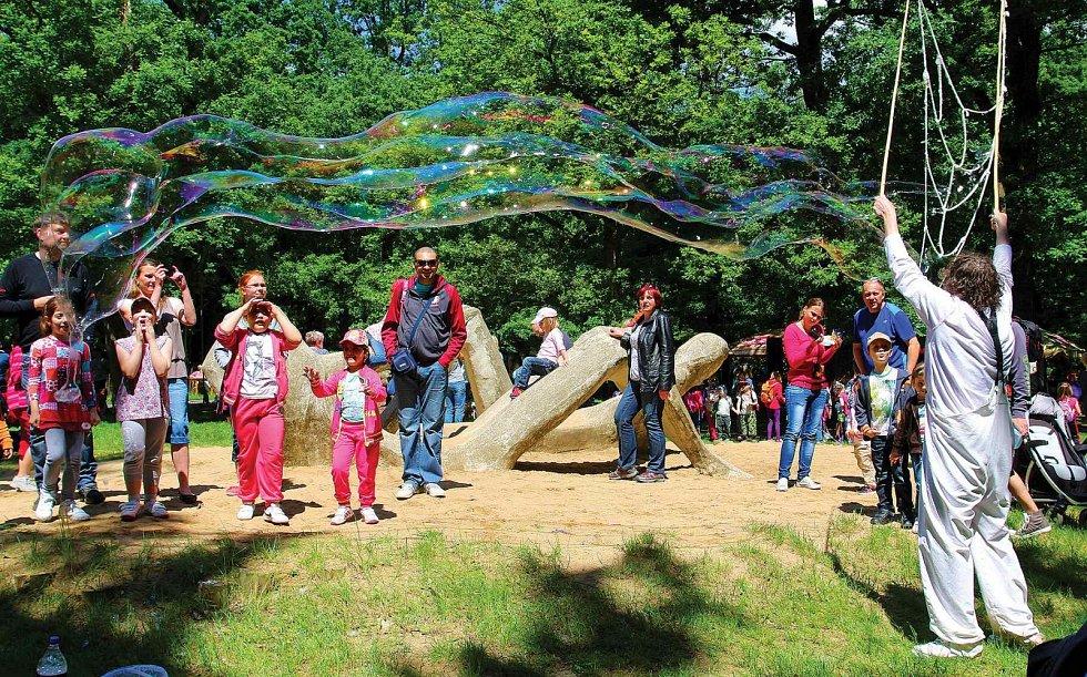 Den dětí v zooparku.