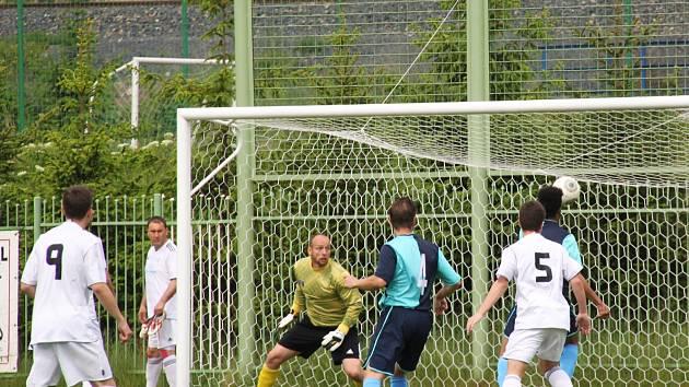 Bruno Cambolo vstřílí první gól utkání.