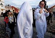 Na náměstí v Kadani vytvořili studenti a žáci škol živý obraz ke stoletému výročí Československa.
