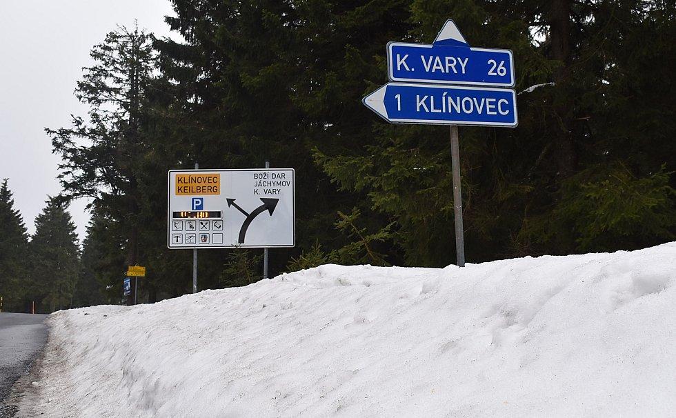 Na Klínovci leží stále dost sněhu.