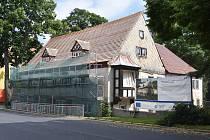 Domeček Vejprty, který město s pomocí evropských dotací opravuje, aby sloužil zdravotně postiženým lidem.